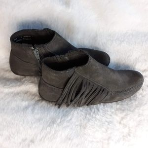 MINNETONKA GRAY ANKLE MOCCASIN BOOTIES